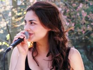 Profesora de clases de canto Francisca Ramirez